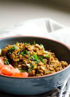 closeup-easy-green-lentil-curry-crockpot-clean-eating