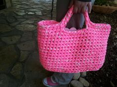 loved this crochet shopping basket. This is for sure my next project !! Free pattern (in hebrew).