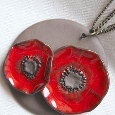 Collier ras du cou, avec pendentif rond et ses deux fleurs de pavot