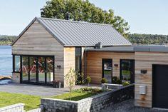Gallery of Bolig Ekstrand House / Borve Borchsenius Arkitekter – 5 - dog kennel boarding Chalet Modern, Modern Lake House, Metal Roof Houses, Cedar Homes, Modern Farmhouse Exterior, Shed Homes, House Siding, Cottage Design, Exterior Design