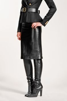 Timelessly tailored pencil skirt in leather with back slit and side pockets. Slim cut. Dry clean only.