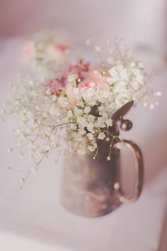 ©Madfotos - Un mariage rustic et champetre - La mariee aux pieds nus