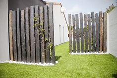 ideas for decorating your garden fence (DIY) … – Garden Ideas Diy Garden Fence, Indoor Garden, Landscape Design, Garden Design, Fence Design, Garden Screening, Front Yard Landscaping, Small Gardens, Amazing Gardens