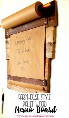 DIY Farmhouse-Style Pallet Wood Memo Board This is so easy to make it's almost ridiculous! DIY Farmhouse style memo board made from a pallet but you could use just about any scrap wood you have lying around. Pallet Crafts, Diy Pallet Projects, Wood Crafts, Pallet Ideas, Projects With Scrap Wood, Repurposed Wood Projects, Cool Wood Projects, Pallet Designs, Craft Projects