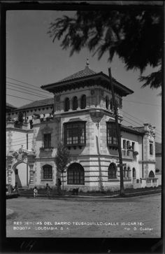 Residences of Barrio Teusaquillo, Calle 32 – Carrera 15 (B … – Motorcycles Cali, Street Racing, Carrera, Big Ben, Louvre, Mansions, Architecture, House Styles, Building