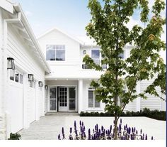 Hamptons Style Decor, Hamptons House, The Hamptons, Hamptons Fashion, Exterior Paint Colors, Exterior Design, Paint Colours, Coastal Homes, Coastal Living