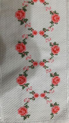 This Pin was discovered by Hul Easy Cross Stitch Patterns, Cross Stitch Borders, Cross Stitch Designs, Cross Stitching, Cross Stitch Embroidery, Mini Cross Stitch, Simple Cross Stitch, Cross Stitch Rose, Cross Stitch Flowers