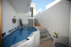 Casa inteira/apto em portimao, PT. 4 bed 5 bath former fishermans house in the centre of old Alvor renovated to a modern and tastefull standard but maintaining . its rustic charm sleeps up to10 . Walking distance to beach, estuary, restaurants and bars. A rental car is not necessary.