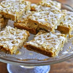 Virtually Homemade: Pumpkin Oatmeal Breakfast Bars - so good with a strong cup of coffee! #fallfest