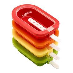 Klassiske ispindeforme fra Lékué. 4 stk i forskellige farver. Formene kan stables så de fylder mindst muligt i fryseren og den øverste har et tilhørende låg. Brug sodavand eller saftevand og frugtstykker, f.eks. jordbær. Smoothie is – lav en smoothie og frys den i formene.    0,95 dl  4 stk.  199 kr i Inspiration