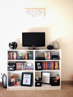 Broke College Girl Apartment Tour. Great ideas here! And so cute!