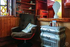 The House Boat Apartment is a charming traditional two bedroom Amsterdam houseboat apartment that can accommodate four, docked in the Prinsengracht in the Central Canal Belt.