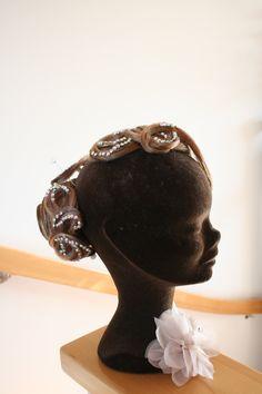 2 Teiliger Haarteil, genau in Deiner Haarfarbe Competition Hair, Fashion, Hair Colors, Hair Makeup, Moda, Fashion Styles, Fashion Illustrations