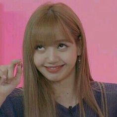 Lisa ve normal haraketleri Memes Blackpink, Kpop Memes, Bts Meme Faces, Memes Funny Faces, Kim Jennie, Yg Entertainment, Kpop Girl Groups, Kpop Girls, Blackpink Funny