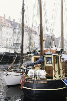 Sailboats at the Nyhavn in Copenhagen - Entouriste Copenhagen Travel, Copenhagen Denmark, Christiania Copenhagen, Beautiful World, Beautiful Places, Kingdom Of Denmark, Modern City, Tall Ships, Places To See