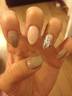 Nude, beige & glitter claw nails.