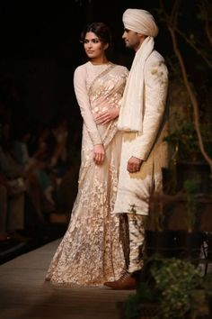 Delhi Couture Week 2013 Photos – Sabyasachi ivory lace sari lengha