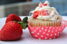 Mix and Match Mama: Strawberry Buttermilk Cupcakes