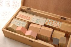 Rakuten: [antique] the house set (doll's house miniature) of the building block which was in the wooden box (French miscellaneous goods)