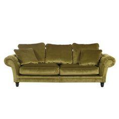 Mit diesem Sofa fühlen Sie sich, als würden Sie in ein fernes Königreich reisen. Das Polstermöbel hat eine samtene, aufregende Optik in Grün. Die Armlehnen sind mit einem gesteppten Muster versehen, was den nostalgischen Look noch verstärkt. Auffällige, dunkelbraune Füße runden das Gesamtbild ab. An dieser Couch kommt kein Blick vorbei!
