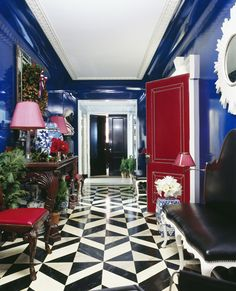 For a New York home, interior designer Miles Redd demonstrated his signature talent for working with big, bold hues. The lacquered walls of the apartment's foyer were inspired by the painter Yves Klein. Photo by Miguel Flores-Vianna via Elle Decor. Home Design, Floor Design, Home Interior Design, Interior And Exterior, Modern Interior, Design Room, Interior Decorating, Design Ideas, Interior Doors