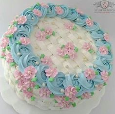 23 Ideas For Birthday Cake Decorating Tutorials Desserts Birthday Cake Decorating, Cake Decorating Techniques, Cake Decorating Tutorials, Cookie Decorating, Cupcakes Decorating, Cake Birthday, Cake Roses, Rose Cake, Buttercream Flower Cake