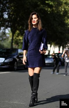 PFW PARIS FASHION WEEK STREET STYLE SHIFT DRESSES OVER THE KNEE BOOTS MODERN MOD BLOGGER MODEL HANNELI MUSTAPARTA SUEDE VELVET NAVY BLUE THR...