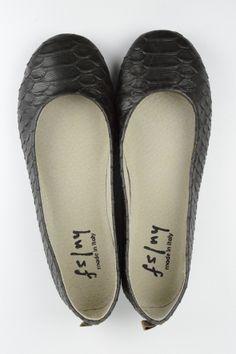 "CLICK model / Brown color うろこ加工 Leather シリーズ ""MANAOS""      facebook https://www.facebook.com/comfyseed   Web site http://item.rakuten.co.jp/comf-y/manaosbrown/"