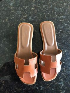 dacc16d7988fcd You will only receive the sandals. They are used but in like great  condition.