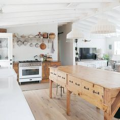 Wooden kitchen cabinets - 37 Top Kitchen Trends Design Ideas and Images for 2019 Page 25 of 37 – Wooden kitchen cabinets Kitchen Tops, Kitchen Dining, Kitchen Decor, Diy Kitchen, Rustic Kitchen, Distressed Kitchen, Decorating Kitchen, Kitchen Ideas Old House, Hanging Pots Kitchen