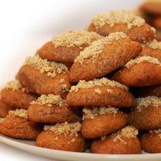 μελομακάρονα μεθυσμένα..με μπίρα!! Greek Desserts, Greek Recipes, Yummy Mummy, Xmas Food, Pretzel Bites, Christmas Time, Deserts, Sweets, Bread