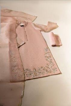Fancy Dress Images, Fancy Dress Design, Stylish Dress Designs, Stylish Dresses, Simple Dresses, Nice Dresses, Simple Pakistani Dresses, Pakistani Dress Design, Pakistani Bridal