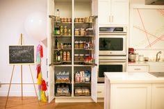 Clean Out Your Pantry: If it's not in the house, you can't eat it. Go through your cabinets and pantry to get rid of foods that contain arti. Kitchen Pantry, New Kitchen, Kitchen Cabinets, Pantry Inspiration, Declutter, Organize, Spring Cleaning, Clean House, Home Projects