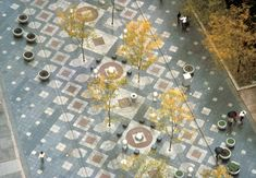 When viewed from above, the pieces of granite paving on the pedestrian walkway of the Street Mall resemble the skin of a western diamondback rattlesnake. Paving Pattern, Paving Design, Paving Ideas, Space Architecture, Floor Patterns, Street Furniture, Pavement, Woodworking Projects Plans, Urban Planning