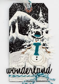 Layers of ink - Snowy Winter Tag Tutorial by Anna-Karin Evaldsson. Made with Sizzix dies by Tim Holtz and Ranger media.