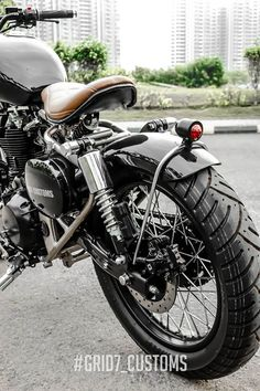 Royal Enfield Classic 350 'Brat Bobber' by Customs- Royal Enfield Classic .- Royal Enfield Classic 350 'Brat Bobber' by Customs- Royal Enfield Classic … Royal Enfield Classic 350 'Brat Bobber' by - Tracker Motorcycle, Bobber Motorcycle, Motorcycle Style, Motorcycle Tips, Women Motorcycle, Motorcycle Quotes, Enfield Bike, Enfield Motorcycle, Custom Cafe Racer