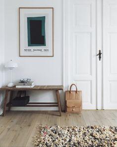 Hallway / landing idea: bench, lamp and art Interior Design Magazine, Decor Interior Design, Interior Styling, Interior Decorating, Swedish Interior Design, Interiors Magazine, Nordic Interior, Copenhagen Apartment, Design Lounge