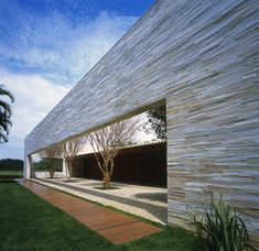 Another great piece of architecture designed by Marcio Kogan of Studio MK27 back in 2003 located in  Paraty, Rio de Janeiro. Enjoy!