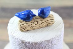 This handmade bird wedding cake topper will give your wedding cake the finishing touch it needs to impress. Customized wedding cake topper Love birds cake topper Wedding cake top – Ceramics By Orly