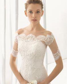 DAMARA vestido de novia con cuerpo de encaje pedrería y falda de encaje y organza.