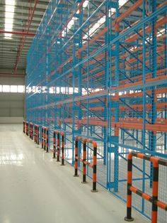 Pallet racking wire mesh backing helps to prevent product from failing. Warehouse Solutions, Pallet Racking, Pallet Storage, Racking System, Wire Mesh, Can Design, Cairns, Storage Solutions, Shelving