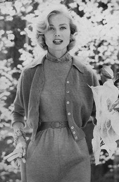 Love the soft, beautiful hair and generously sized chain bracelets. #vintage #1950s #fashion