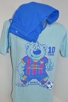 Памучна мъжка пижама в синьо. Блузата е с къс ръкав в светло син цвят и 2190c66867dd6