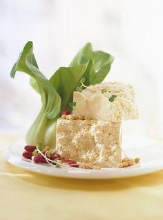 Tartinade de tofu. Recette de Ricardo.  Garnir un tortilla de cette tartinade, ajouter des concombres, radis, tomates. Absolument délicieux et surprenant.