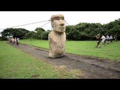 """As gigantescas estátuas de pedra na Ilha da Páscia, na Polinésia, só podem ter sido """"orientadas"""" para fora da pedreira, de acordo com uma nova teoria controversa sobre como as figuras humanas monolíticas foram transportados para todos os cantos da ilha."""