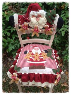 50 Ideas for art deco chair beautiful Christmas Chair, Christmas Sewing, Felt Christmas, Country Christmas, All Things Christmas, Christmas Holidays, Christmas Decorations, Christmas Ornaments, Christmas Projects