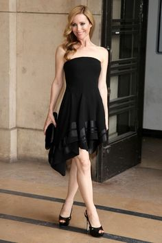 Leslie Mann Photos - Arrivals for Armani Prive Fall/ Winter Couture fashion show during Paris Fashion Week. - Celebs at the Armani Prive Show Leslie Mann Hot, Taylor Swift Swimsuit, Dramatic Classic, Vanity Fair Oscar Party, Armani Prive, Por Tv, Beautiful Celebrities, Boss Lady, My Girl