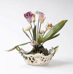 """A rare centrepiece with a very decorative flower arrangement - Meissen, around 1750.[...], mis en vente lors de la vente """"Art et Antiquités"""" à Auktionshaus Stahl   Auction.fr"""