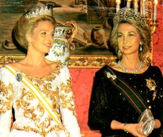 Queen Sofía and Queen Noor of Jordan at the Royal Palace in 1985