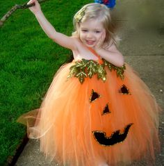 Halloween tutu for butterbean! Gonna have to make this! lol